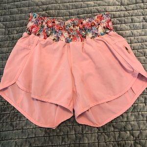 Lululemon Tracker short. Pink. Size 4.